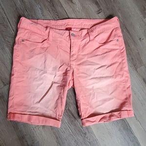 Arizona Hombre Faded Cuffed Mom Shorts